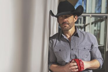 Aaron Watson; Photo by Joseph Llanes