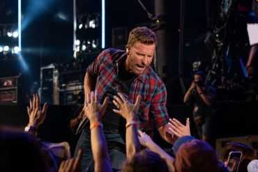 Dierks Bentley; Photo by Andrew Wendowski 2