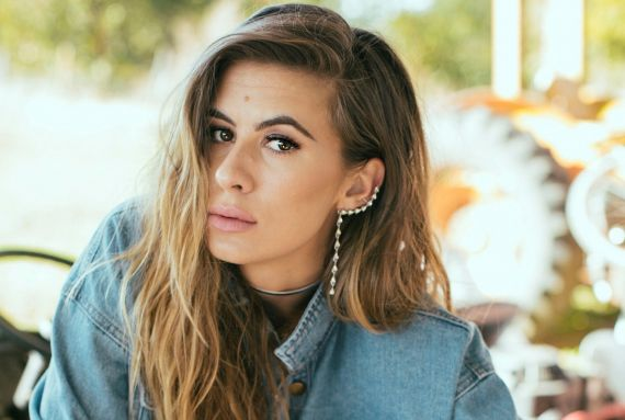 Kassi Ashton; Photo by Alysse Gafkjen