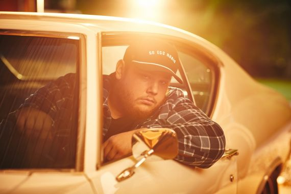 Luke Combs; Photo by David Bergman