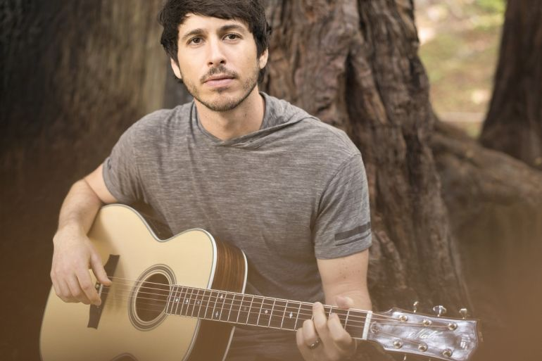 Morgan Evans; Photo by Dave Sanchez