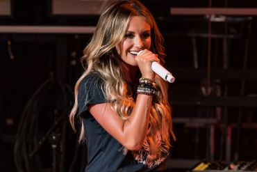 Carly Pearce; Photo by Andrew Wendowski (4)