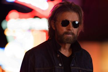 Ronnie Dunn; Photo by Steven Martine