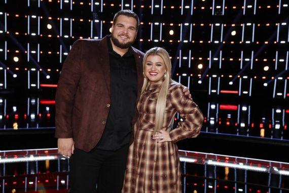 Jake Hoot, Kelly Clarkson; Photo by: Trae Patton/NBC