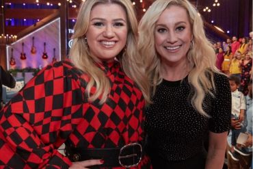 Kelly Clarkson and Kellie Pickler; Photo via Instagram