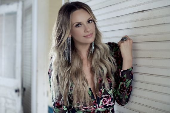 Carly Pearce; Photo by Rachel Deeb