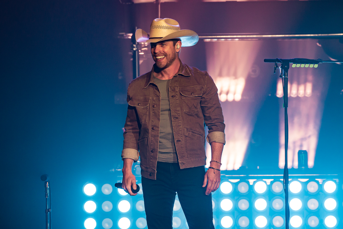 Dustin Lynch; Photo by Andrew Wendowski
