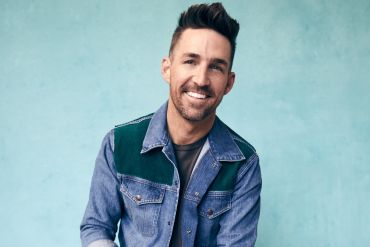 Jake Owen; Photo by Robby Klein