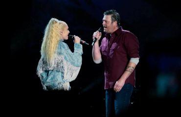 Blake Shelton and Gwen Stefani Live